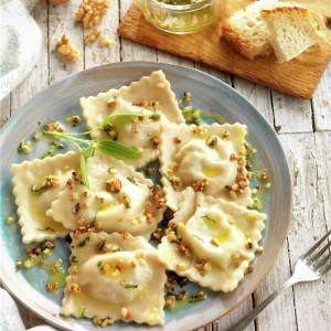 Raviolis rellenos de jamón y queso