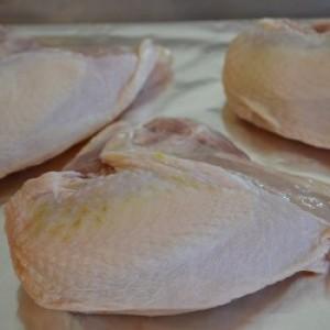 Pechuga de Pollo con Hueso de Pastoreo (1 Kilo)